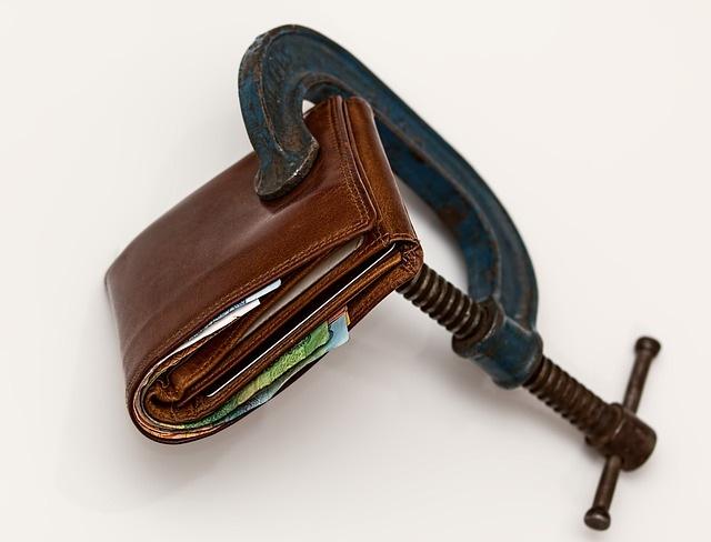 Jak to je, když si člověk vezme půjčku a následně požádá soud o oddlužení?